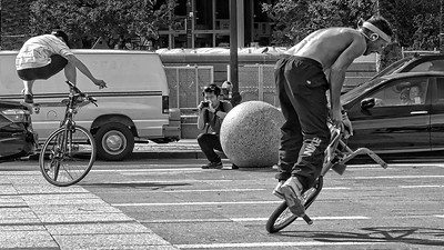 Ferry Plaza stunt riders [2] and practicing