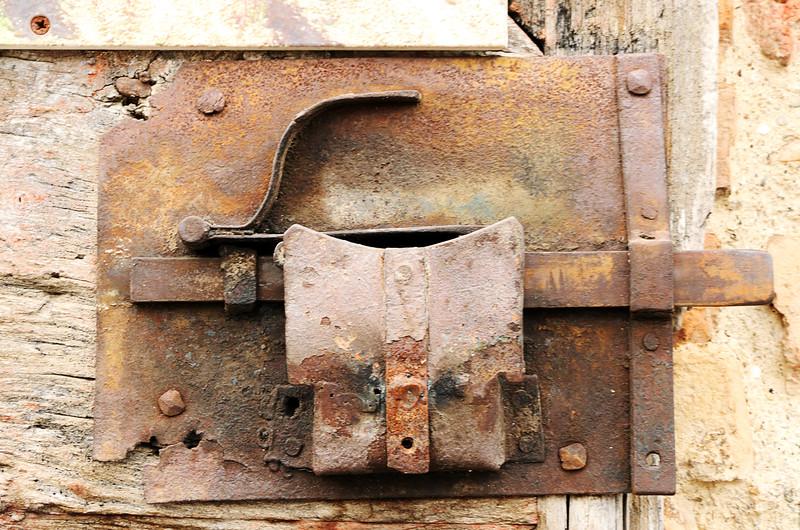 Door lock in Montereggioni, Italy