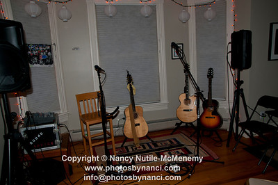 Liz Longley Billsville House Concerts Williamstown, MA January 21, 2012 Copyright ©2012 Nancy Nutile-McMenemy www.photosbynanci.com More Images http://photosbynanci.smugmug.com/