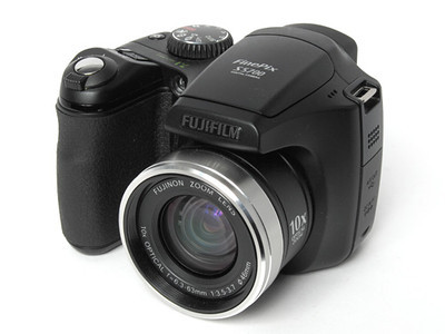 I bought this Fuji FinePix S5700 on a whim. It was a good price and the lens on the A610 was  not retracting properly. I enjoyed the long zoom and quality pictures, but the focus and menus were slower than the Canon. I really had to work hard to get good pictures from this camera, so I didn't keep it long.