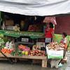 En la feria de los sábados, los pueblos originarios se reúnen en Pompeya para vender sus productos.