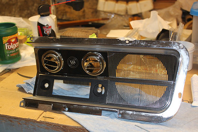 Radio bezel assembled - front