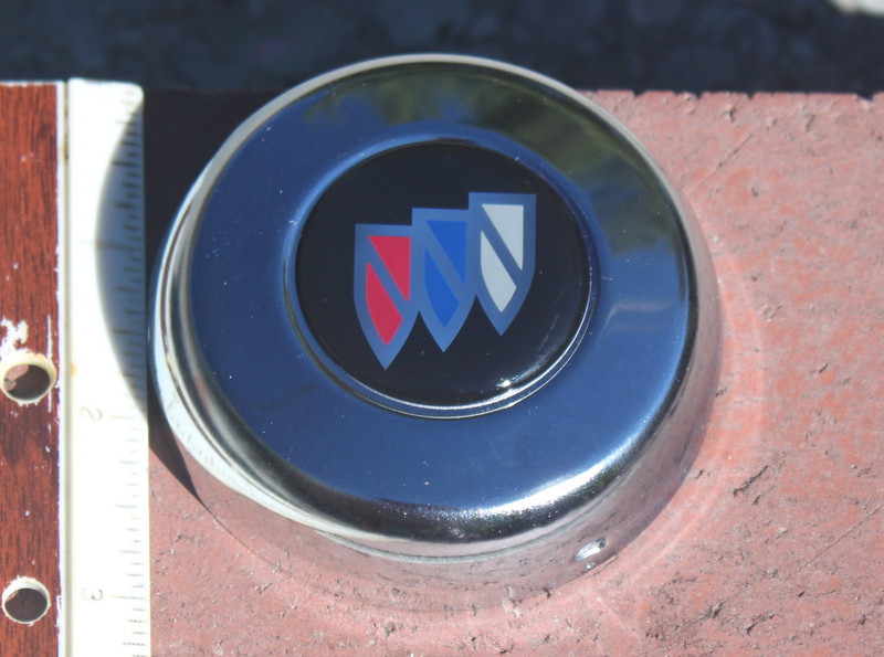 Grant steering wheel horn cap with the supplied 1990s Buick Tri-Shield logo