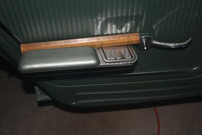 Biquette rear door arm rest