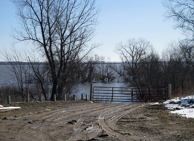 Red Rock flooding...Runnells Overlook, Warren Co.  03-21-10