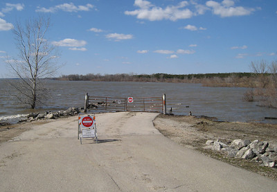 Red Rock flooding...North Overlook beach, Marion Co.  03-28-10