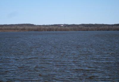 Red Rock flooding...Runnells Overlook...Bald Eagle's nest in center, Warren Co.  03-21-10