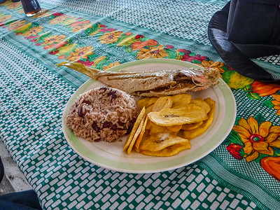 Lunch at Cayo Cochinos