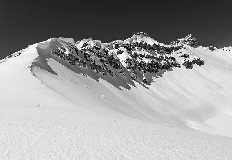 Looming cornices on the ridge of Smutwood Peak.