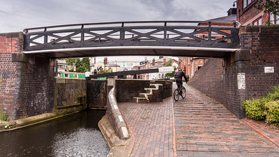 Cycling on the Birmingham and Fazeley Canal