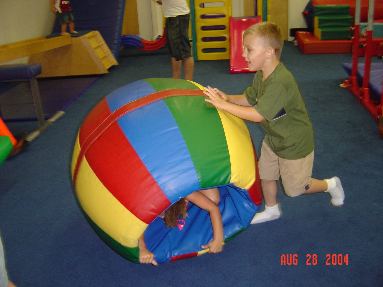 Tyler_Rolls_Natalie_at_her_party_08-28-04