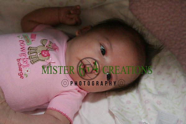 Savanna 1st Month Photos (Wink Wink)