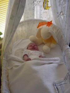 Elise in her krib... sleeping... aaaaaah!
