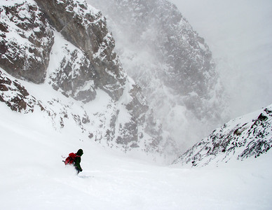 Skiing the Pinner Couloir