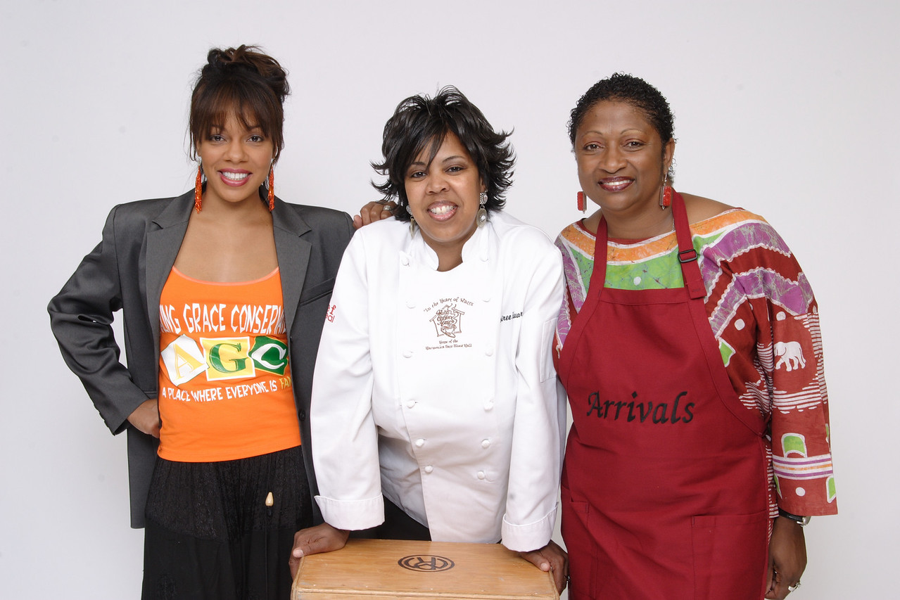 The new face of women Expo celebrity spokesperson Wendy Raquel Robinson, Desiree Edwards, Watts Coffee House, and Gail Hawkins, Arrivals on Slauson and Overhill. Photo by Leroy Hamilton