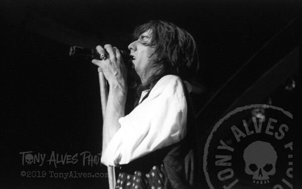 Black-Crowes-1990-11-04-BW_15