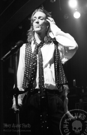 Black-Crowes-1990-11-04-BW_18