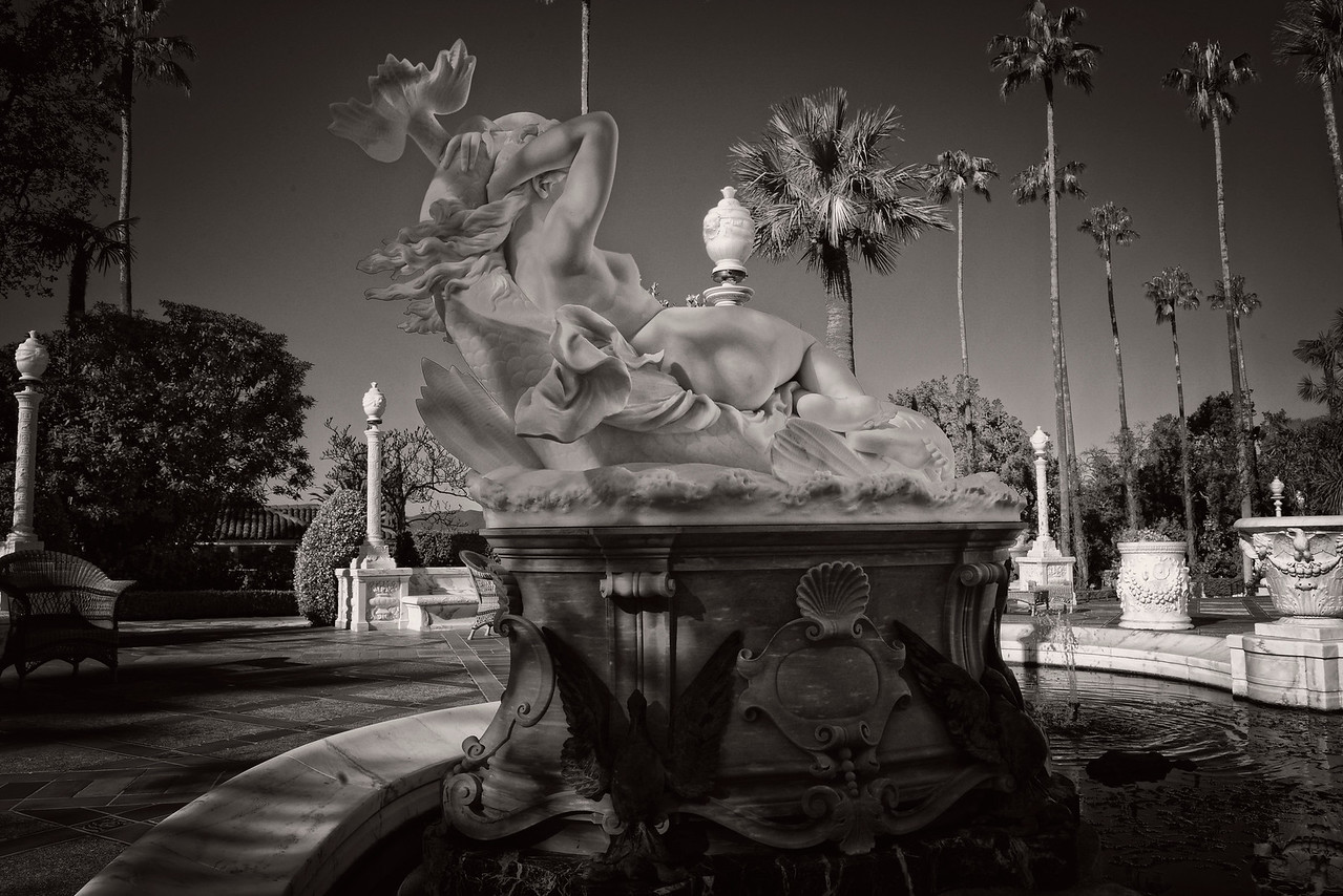 Art deco fountain