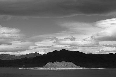 Pyramid Lake 5615bw