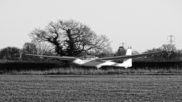 Shalbourne Glider Landing G-DHCF