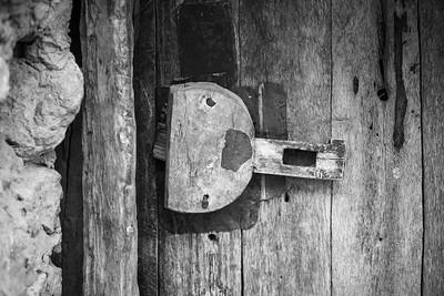 Wooden Door lock at door at Tissinnt at N20