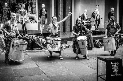 Street Performers Glasgow Scotland