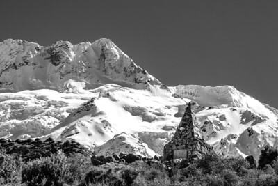 The start of the Hooker Valley Track leads through open grassland, as it passes close to the Alpine Memorial, a memorial to the mountaineers who have died in the Mount Cook National Park over the years. The memorial site overlooks the proglacial lake of Mueller Glacierd