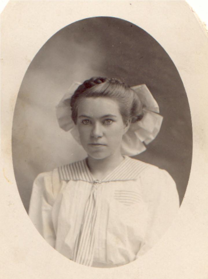 Kate Lobb Black (2)