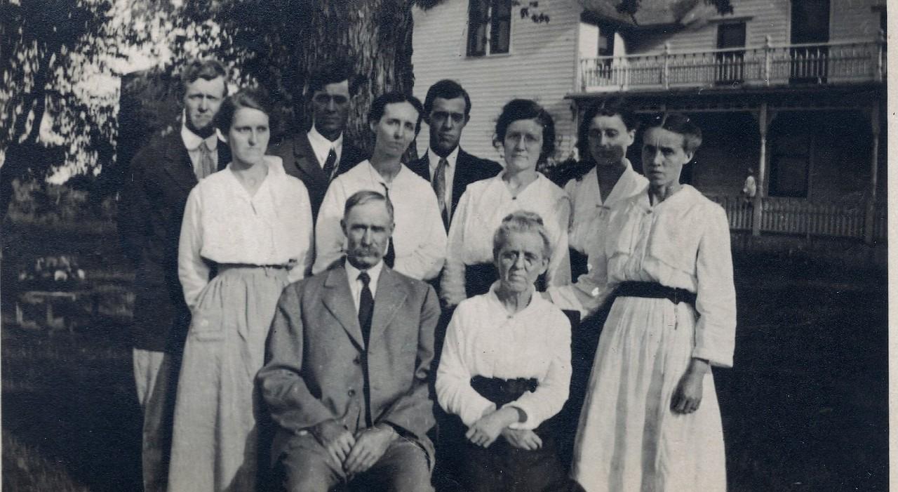 L-R_ Dee, Edd, Will,Bessie, Margie,Mayme, Emma, James A,Sarah,Annie