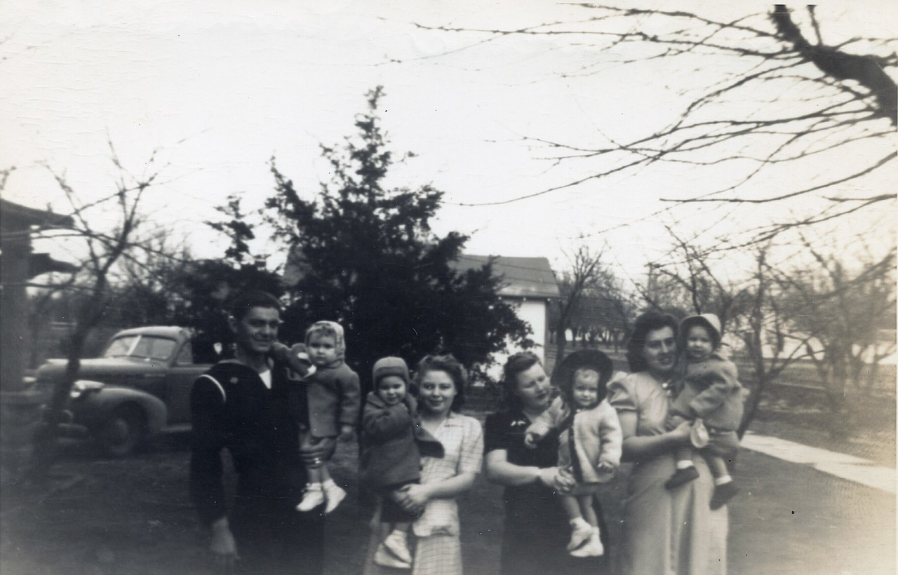 L-R Bob Cheatwood, KarenSue, Ila, Laverne, Anna Belle, Sharon Sue, Margaret, Lolita