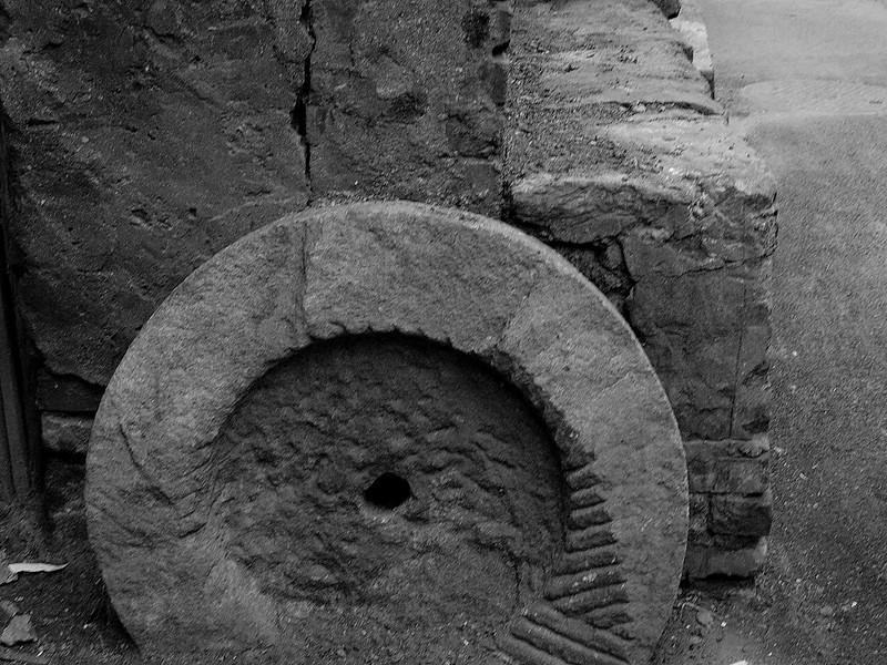 Stone wheel, Beijing hutong