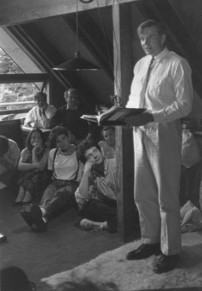 Galway Kinnell. Hall house. Poets Friday night dinner. 1989.