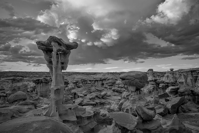 Alien Throne and hoodoos at Ah-Shi-Sle-Pah Wilderness, New Mexico
