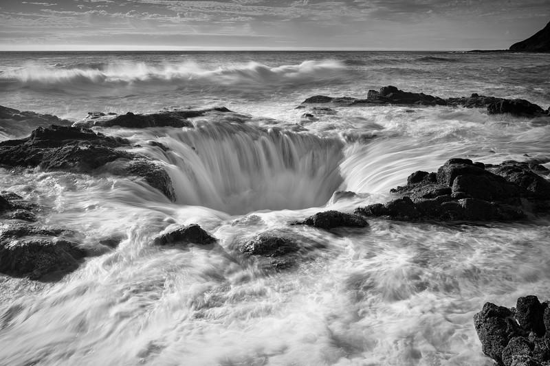 Thor's Well at high tide, Cape Perpetua, Oregon