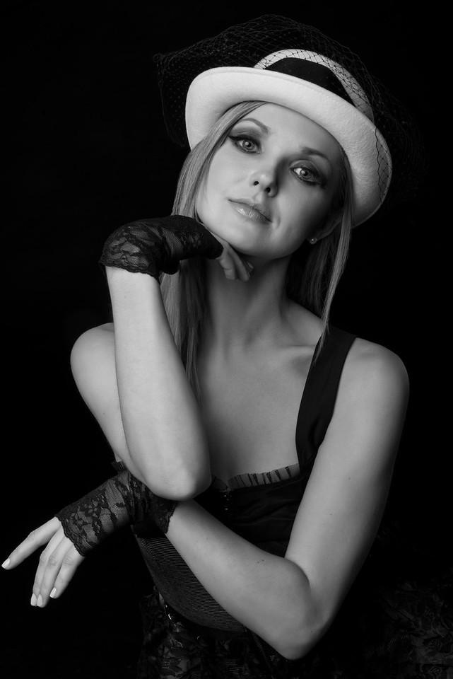 Model: Jill Sydney McPhee, MUA: Ximena Ocha, Stylist: Alison Friedman