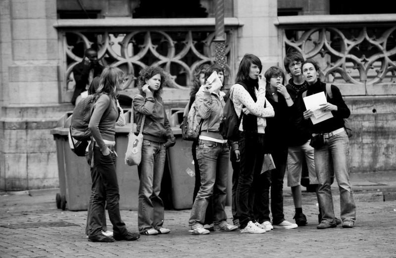 Groupe de Jeunes sur la Grand Place - F100, 70-200 VR et Tmax100