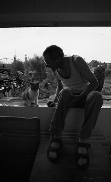 Mon père et son chat, Couillet - F100, 20-35 et Kodak BW400