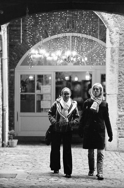 Caro et Anne-So à Namur - F100, 20-35 et Néopan 400