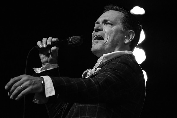 Kurt Elling Sings