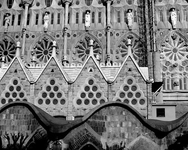 One side of La Sagrada Familia with the wavy gate house roof in front