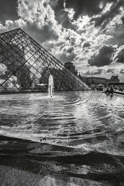 louvre fountain