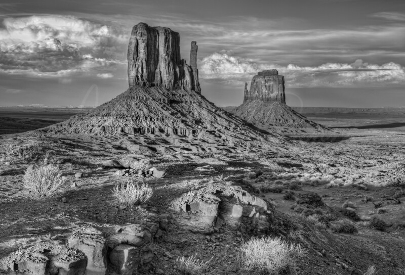 Pride of the Navajo - Monument Valley Mittens - 3744  w22
