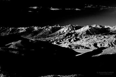 Scenic view of Sierra Nevada Mountain Range landscape at sunrise, Eastern California.