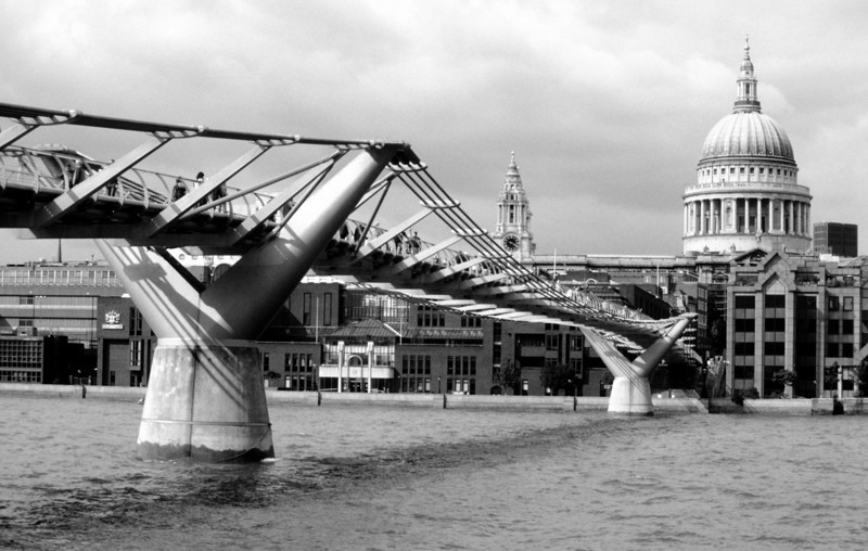Footbridge over the Thames.
