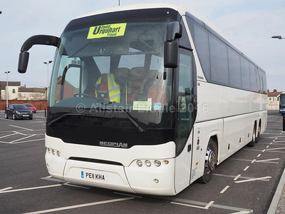 Barnards Coaches, Gainsborough Neoplan Tourliner PE11 KHA (2)