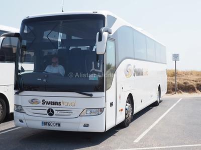 Swans Travel, Oldham Mercedes-Benz Tourismo BF60 OFW (2)