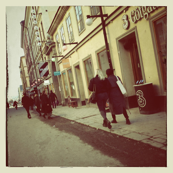 Människor på Götgatan i vintagestil