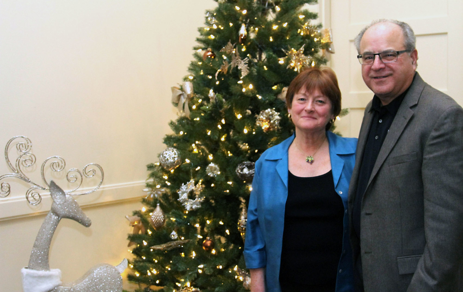Shown here at the Durkin Foundation fundraiser held at Four Oaks in Dracut is Mary Lee Harrington and Editor James Campanini. SUN/David H. Brow