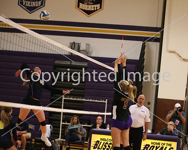 better picture of #5 spiking, same blockers