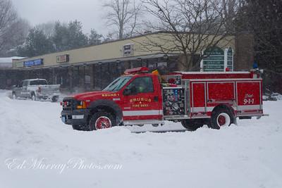 Saugus fire truck making it;s way through Central Steet